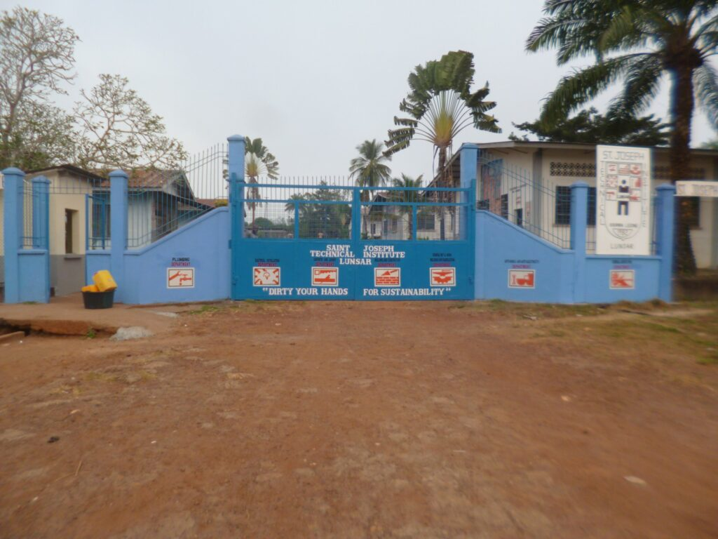 Riabilitazione della scuola Saint Joseph Technical Institute